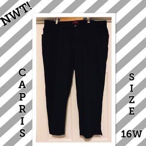 NWT. Black Stretch Capris